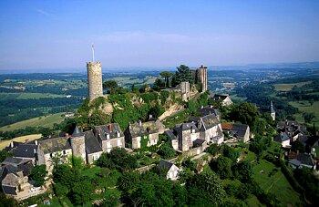 Vue aérienne du château de Turenne